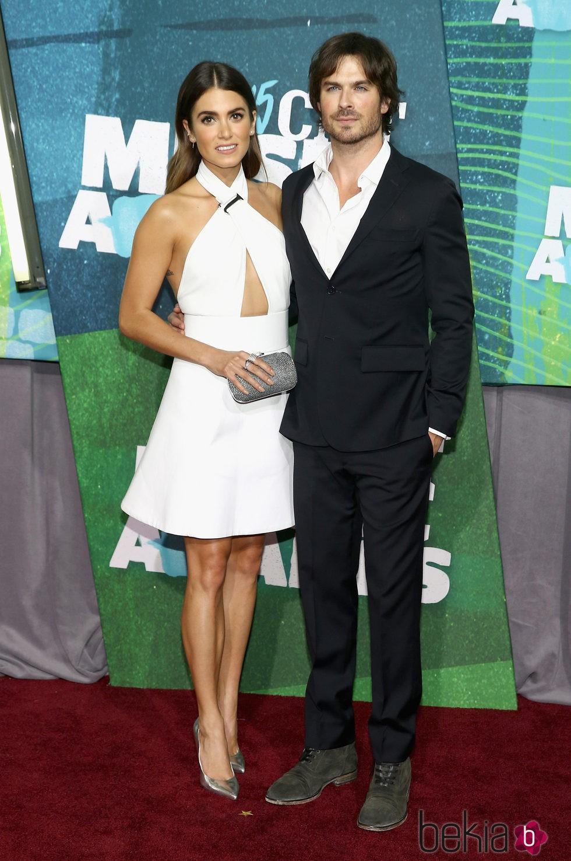 Nikki Reed e Ian Somerhalder en los CMT Music Awards 2015