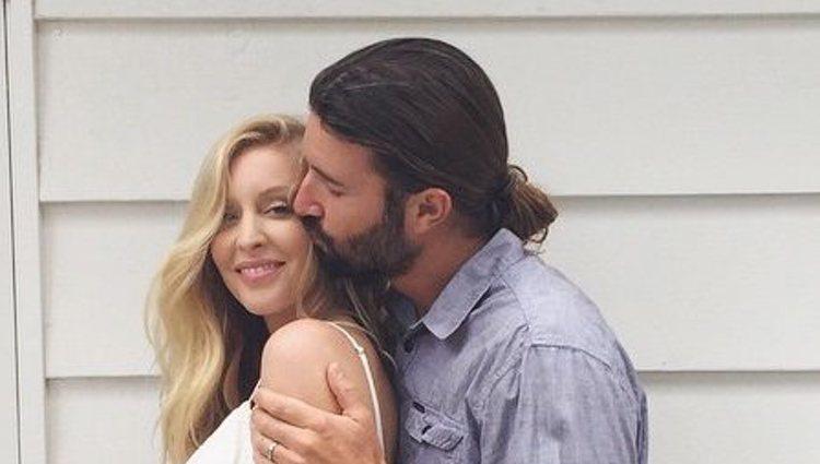 Leah Jenner luce embarazo junto a Brandon Jenner
