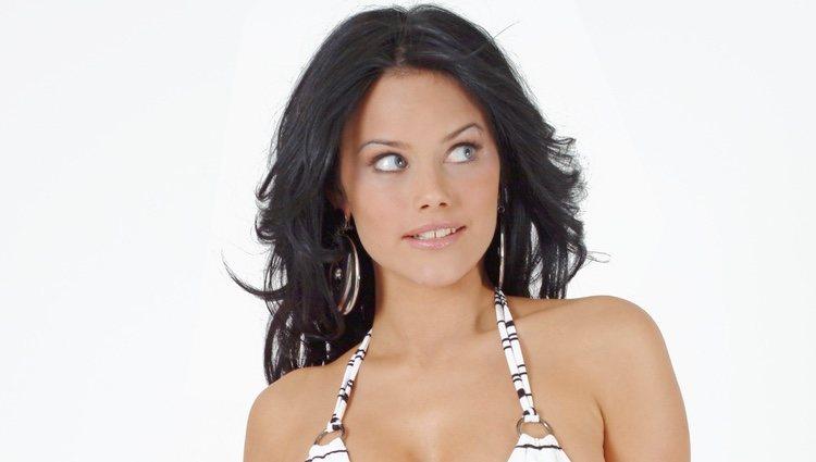 Sofia Hellqvist posa muy sexy en bikini