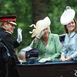 El Príncipe Harry, la Duquesa de Cornualles y Kate Middleton en Trooping the Colour 2015