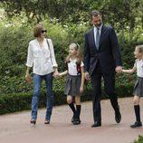 La Familia Real se dirige a su residencia en el Palacio de la Zarzuela