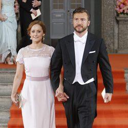 Lina Hellqvist y Jonas Frejd en la boda de Carlos Felipe de Suecia y Sofia Hellqvist