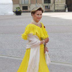 Sonia de Noruega en la boda de Carlos Felipe de Suecia y Sofia Hellqvist