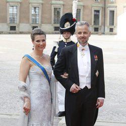 Marta Luisa de Noruega y Ari Behn en la boda de Carlos Felipe de Suecia y Sofia Hellqvist