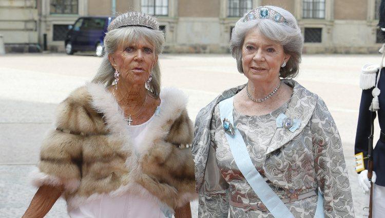 Brígida y Margarita de Suecia en la boda de Carlos Felipe de Suecia y Sofia Hellqvist