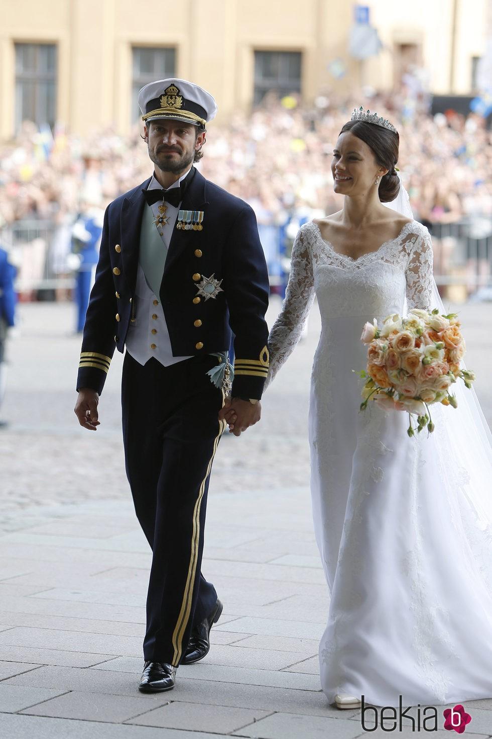 Los Príncipes Carlos Felipe y Sofia de Suecia tras su boda