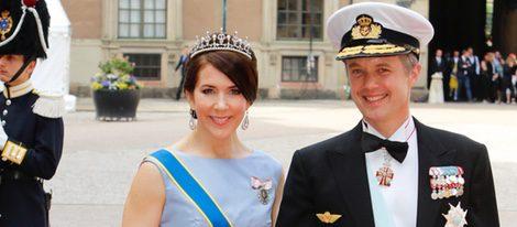 Federico y Mary de Dinamarca en la boda de Carlos Felipe de Suecia y Sofia Hellqvist