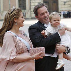 Leonor de Suecia, muy inquieta junto a la Princesa Magdalena y Chris O'Neill en la boda de Carlos Felipe de Suecia y Sofia Hellqvist