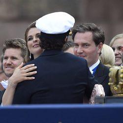 Magdalena de Suecia y Chris O'Neill felicitan a Carlos Felipe de Suecia por su boda