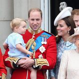 Los Duques de Cambridge con su hijo Jorge de Cambridge en el Trooping the Colour 2015