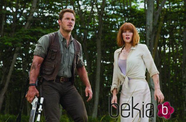 Bryce Dallas Howard y Chris Pratt en una escena de 'Jurassic World'