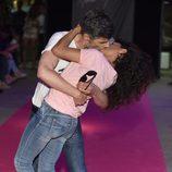 Nacho Guerreros y Cristina Medina besándose en la celebración del primer aniversario de la firma de moda 'By Nerea'