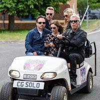 Geri Halliwell y su marido con Ronan Keating y su prometida en el 'Isle Of Wight Festival'