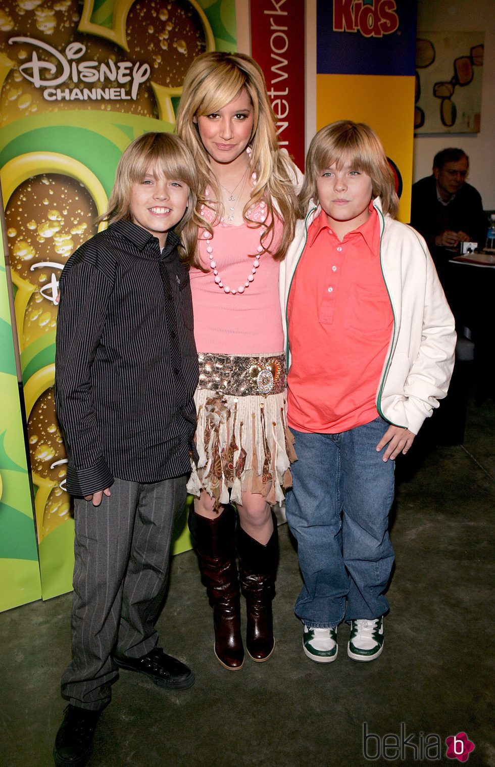 Cole Sprouse, Ashley Tisdale y Dylan Sprouse en los Splashlight Studios en 2006