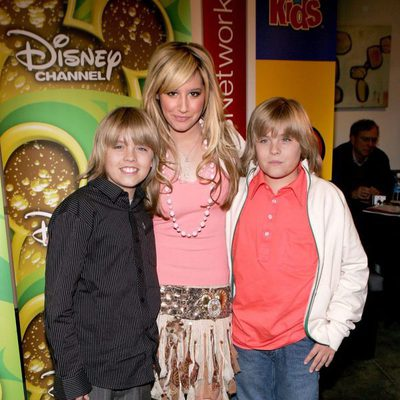 Cole Sprouse, Ashley Tisdale y Dylan Sprouse en los Splashlight Studios en 2006