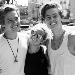 Ashley Tisdale se reúne con los Gemelos Sprouse