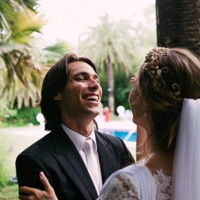 Jessica Bueno y Jota Peleteiro riéndose el día de su boda