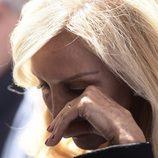 Carmen Lomana llorando en el funeral de su madre
