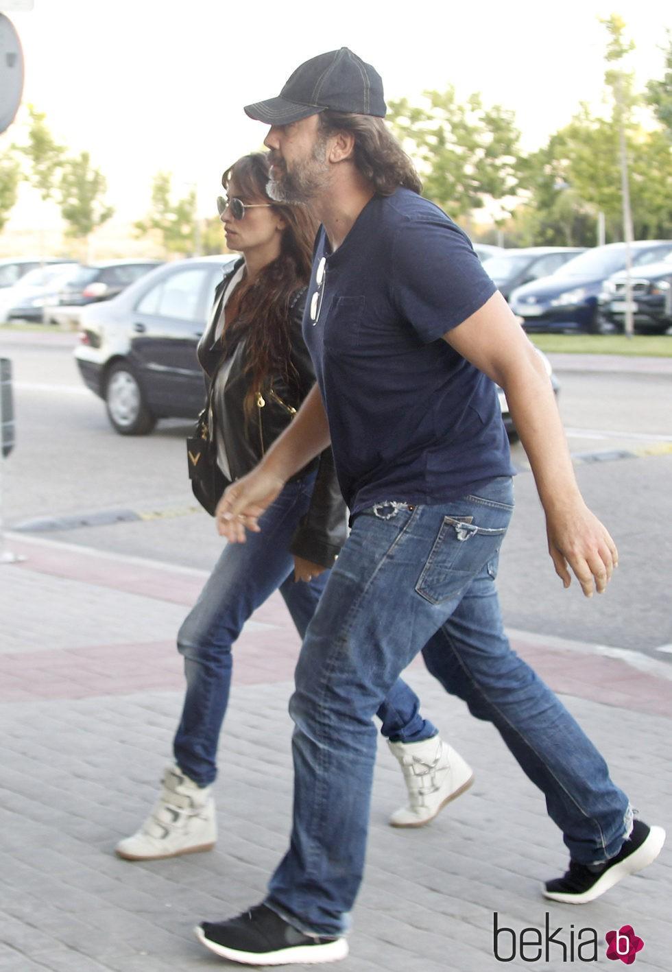 Javier Bardem y Penélope Cruz en el tanatorio de Eduardo Cruz