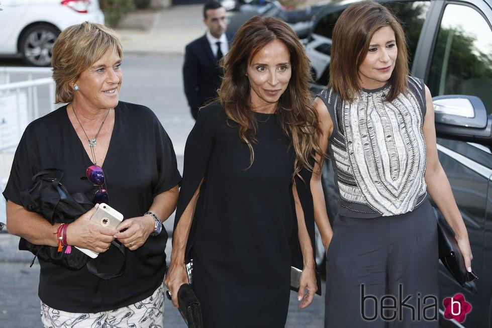 Chelo García Cortés, María Patiño y Gemma López en la fiesta del 74 cumpleaños de María Teresa Campos