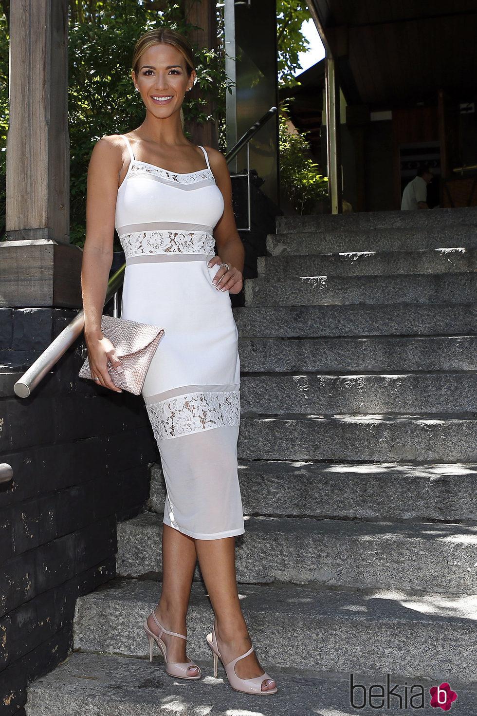 Tamara Gorro posa radiante en la boda de Lydia Lozano y Charlie