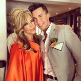 Omar Suárez junto a Lydia Lozano en sus bodas de plata