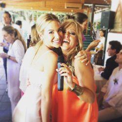 Tamara Gorro con su amiga Lydia Lozano en sus bodas de plata
