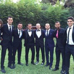 Pedro Rodríguez en su boda con Carles Puyol, Sergio Busquets, Xavi, Iniesta, Jordi Alba y Marc Bartra