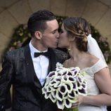 José Callejón y Marta Ponsati se besan tras haberse casado