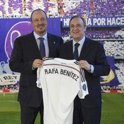Rafa Benítez con Florentino Pérez en su presentación como entrenador del Real Madrid