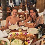 Jessica Bueno y Jota Peleteiro disfrutando de una romántica comida durante su luna de miel en Miami