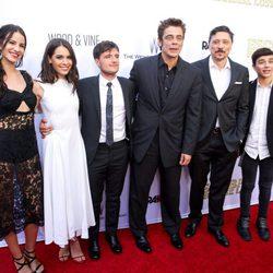 El elenco de 'Escobar: Paraíso Perdido' en la premiere de la película en Los Angeles