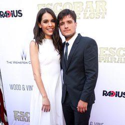 Claudia Traisac y Josh Hutcherson en la premiere de 'Escobar: Paraíso Perdido' en Los Angeles