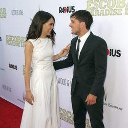 Claudia Traisac y Josh Hutcherson, muy cómplices en el estreno de 'Paradise Lost'