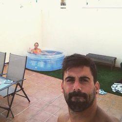 Yoli y Jonathan de 'GH 15' estrenan piscina en la terraza de su casa