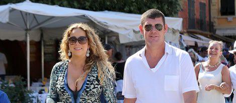 Mariah Carey y James Packer paseando por Portofino
