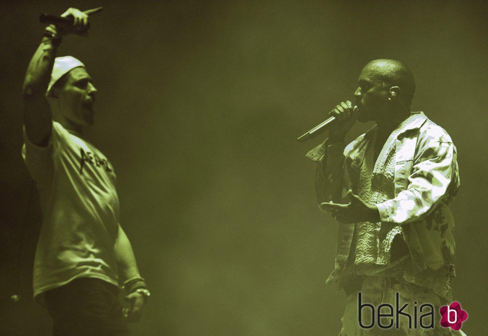 Lee Nelson interrumpe a Kanye West durante su actuación en Glastonbury