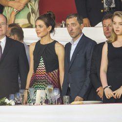Alberto de Mónaco, Carlota Casiraghi, Gad Elmaleh y Alexandra de Hannover en la clausura del Concurso de Saltos de Monte-Carlo 2015