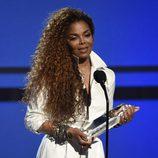 Janet Jackson recogiendo un premio en los Bet Awards 2015