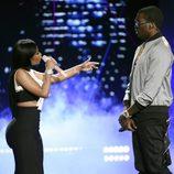 Nicki Minaj y su chico Meek Mill actuando juntos en los Bet Awards 2015