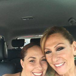 Chayo Mohedano y Rosa Benito en el coche