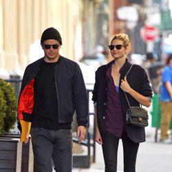 Josh Hartnett y Tamsin Egerton pasean por el Soho de Nueva York