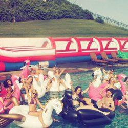 Taylor Swift y Calvin Harris en la piscina junto a Gigi Hadid y Joe Jonas
