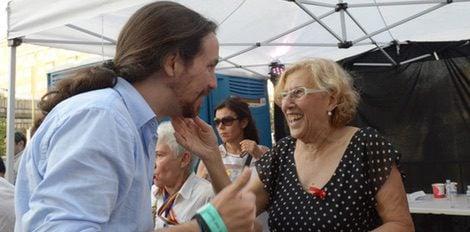 Manuela Carmena y Pablo Iglesias en el desfile del Orgullo Gay 2015