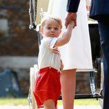 El Príncipe Jorge de Cambridge en el bautizo de la Princesa Carlota