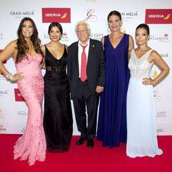 María Bravo, Eva Longoria, El Padre Ángel, Samantha Vallejo-Nágera, Alina Peralta en la alfombra roja