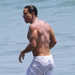 Mario Lopez luce cuerpo en sus vacaciones en familia
