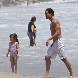 Mario Lopez, centro de todas las miradas durante sus vacaciones en familia