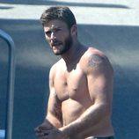 Scott Eastwood sin camiseta durante el rodaje de 'Escuadrón Suicida'