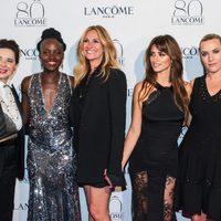 Isabella Rossellini, Lupita Nyong'o, Julia Roberts, Penélope Cruz y Kate Winslet en el 80 aniversario de Lancôme